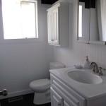 11-baie moderna stil scandinav decorata in alb si negru