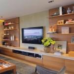 11-biblioteca cu polite deschise si comoda pe tot peretele din living