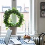 11-birou si loc de luat masa la fereastra garsonierei