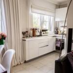 11-bucatarie mica unita cu livingul alaturat decor alb luminos