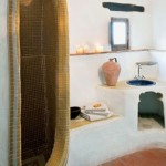11-cabina dus inspirata de opera lui gaudi casa rustica din piatra andaluzia spania