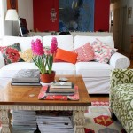 11-canapea alba living cu multe pernute decorative asortate