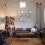 11-canapea design industrial minimalsit zona relaxare living casuta amenajata in interior fost garaj