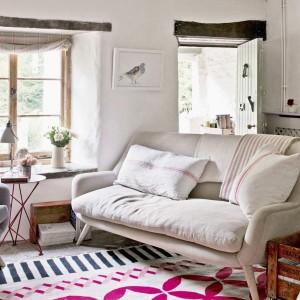 11-canapea ivoire cu picioare de lemn 2 locuri amenajare living rustic