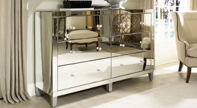 11-comoda cu sertare placata cu oglinzi