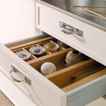 11-compartimentare sertar mobila bucatarie alba din lemn masiv stil eco marca delounder