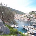 11-croaziera turisti straini acodtata in portul din Hydra