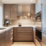 11-design modern amenajare bucatarie ingusta cu mobila pe 3 laturi