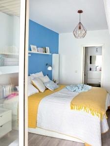 11-dormitor matrimonial cu baie proprie cu accente bleu si galbene