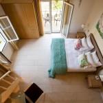11-dormitor matrimonial cu iesire pe terasa vedere din mezanin
