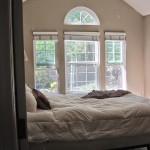 11-dormitor mic cu fereastra mare inainte de redecorare