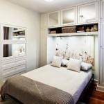 11-dormitor mic dotat cu o multime de spatii de depozitare si amenajat in alb