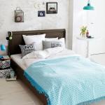 11-dormitor modern minimalist decorat in alb maro si turcoaz