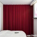 11-dormitor pat matrimonial separat cu draperii de bucatarie garsoniera 39 mp
