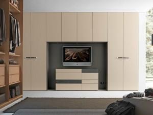 11-dressing modern cu usi cu deschidere clasica si spatiu pentru TV