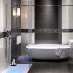 11-exemplu amenajare baie moderna in alb si gri cu peretii placati cu faianta si mozaic