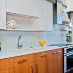 11-faianta placi lungi si inguste gri decor bucatarie moderna cu mobila in doua culori
