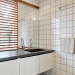 11-interior baie moderna decor simplu minimalist casa suprafata totala 100 mp