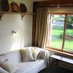 11-living mic casa cu zidarie din beton de canepa Hempcrete Bevan Architects