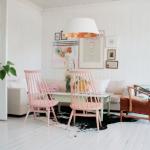 11-loc de luat masa amenajat in stil scandinav scaune roz pastel