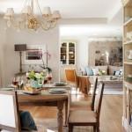 11-masa si scaune din lemn masiv living amenajat in stil clasic