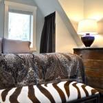 11-mic dormitor amenajat in mansarda case mici de 37 mp
