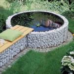 11-mini piscina de gradina imprejmuita cu un gabion din plasa si pietre de rau