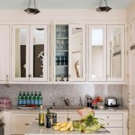 11-mobila bucatarie mica cu fronturi placate cu oglinzi