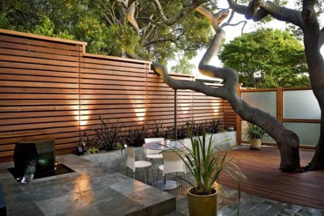 11-model gard modern din lemn din scanduri orizontale