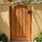 11-model poarta pietonala rustica din lemn masiv stejar auriu