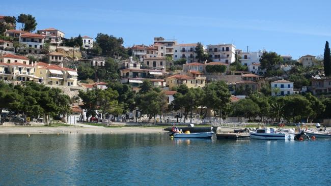 11-parculet si zone de relaxare pe malul apei Paralio Astros Grecia Peloponez