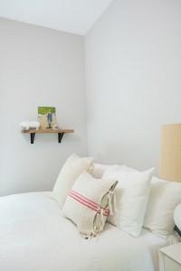 11-pernute decorative pat dormitor matrimonial casa din lemn 90 mp