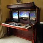 11-pianina veche transformata in birou de calculator