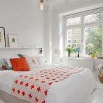 11-polita cu tablouri montata pe peretele de deasupra patului din dormitor