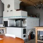 11-soba traditionala ruseasca bucatarie casa amenajata in incinta unei foste scoli