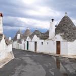 11-straduta cu case vechi din piatra trulli alberobello sudul italiei