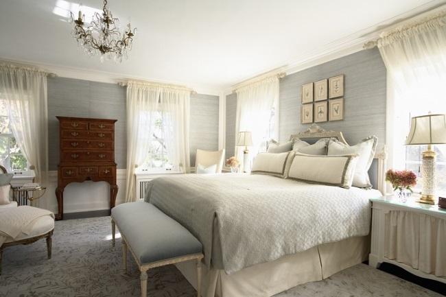 11-tapet decorativ gri deschis cu striatii orizontale decor dormitor clasic elegant