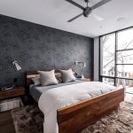 11-tapet decorativ gri inchis pentru accentuarea peretelui de la capul patului din dormitor