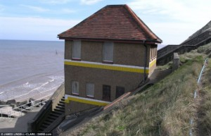 11-toaleta publica abandonata inainte de transformare sheringham marea britanie