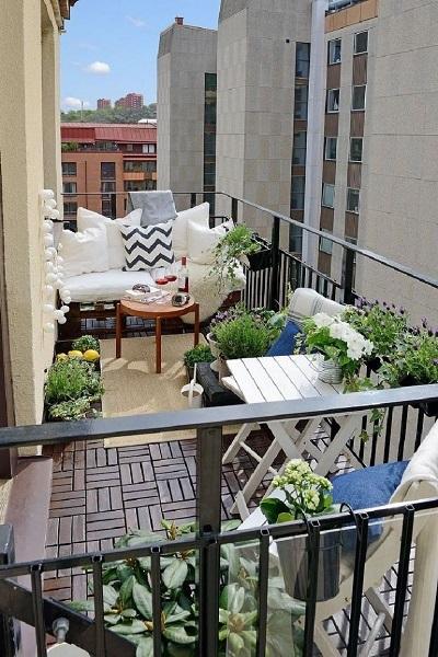 11-un balcon de dimensiuni medii amenajat in stil scandinav