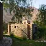 11-vedere spate casa cu cele trei dormitoare si o baie