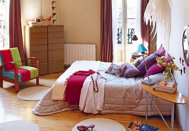 12-accente cromatice dormitor modern cu textile colorate