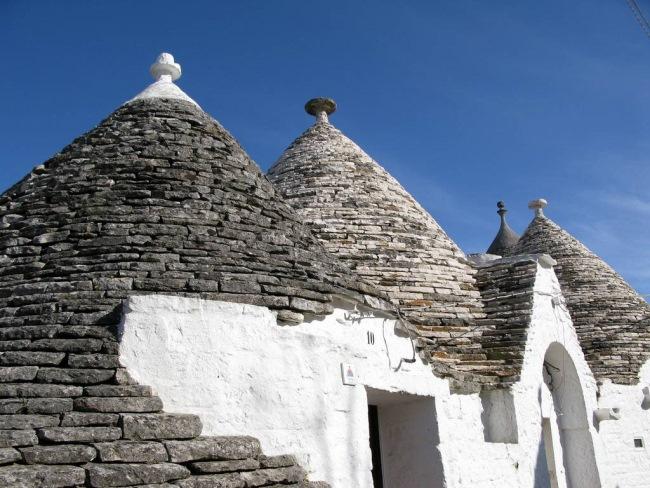 12-acoperis conic din piatra trulli alberobello italia