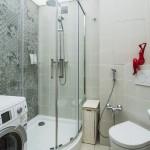 12-baie moderna cu cabina de dus wc suspendat si masina de spalat garsoniera 33 mp