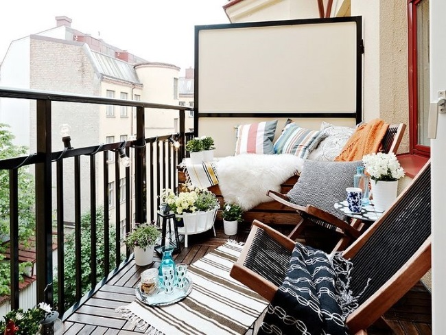 12-balcon mic cu spatiu de lectura confortabil