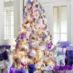 12-brad artificial de Craciun de culoare alba decorat cu globuri si ornamente argintii lila si violet