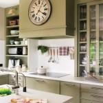 12-bucatarie clasica perfect organizata decorata in alb si olive