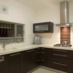 12-bucatarie moderna mobila wenge faianta ingusta tip Subway alb si ciocolatiu