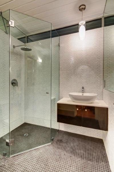 12-cabina dus pereti sticla pe colt baie moderna mica