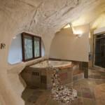 12-cada pe colt baie casa in forma de ciuperca